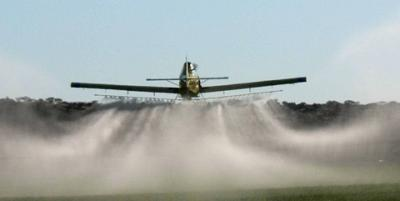 crop-spraying-not-a-dying-art-21586899